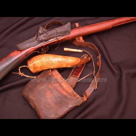 KENTUCKY RIFLE, TANSEL POWDER HORN, RIFLEMAN ACCESSORIES